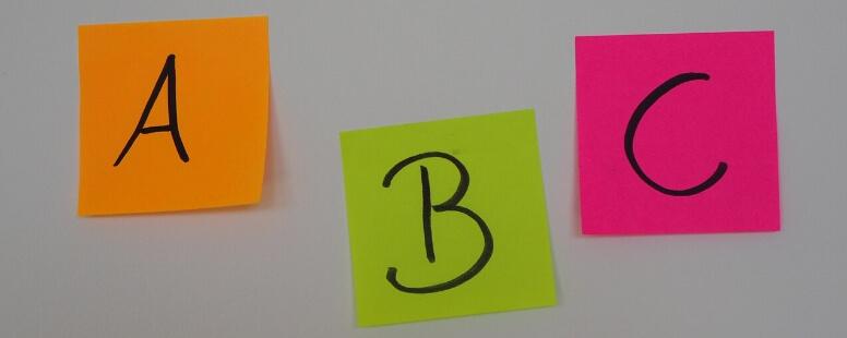 Die Buchstaben A,B,C auf Post-Its
